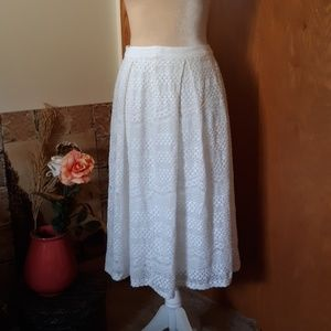 EUC Forever 21 Ivory Lace Midi Skirt